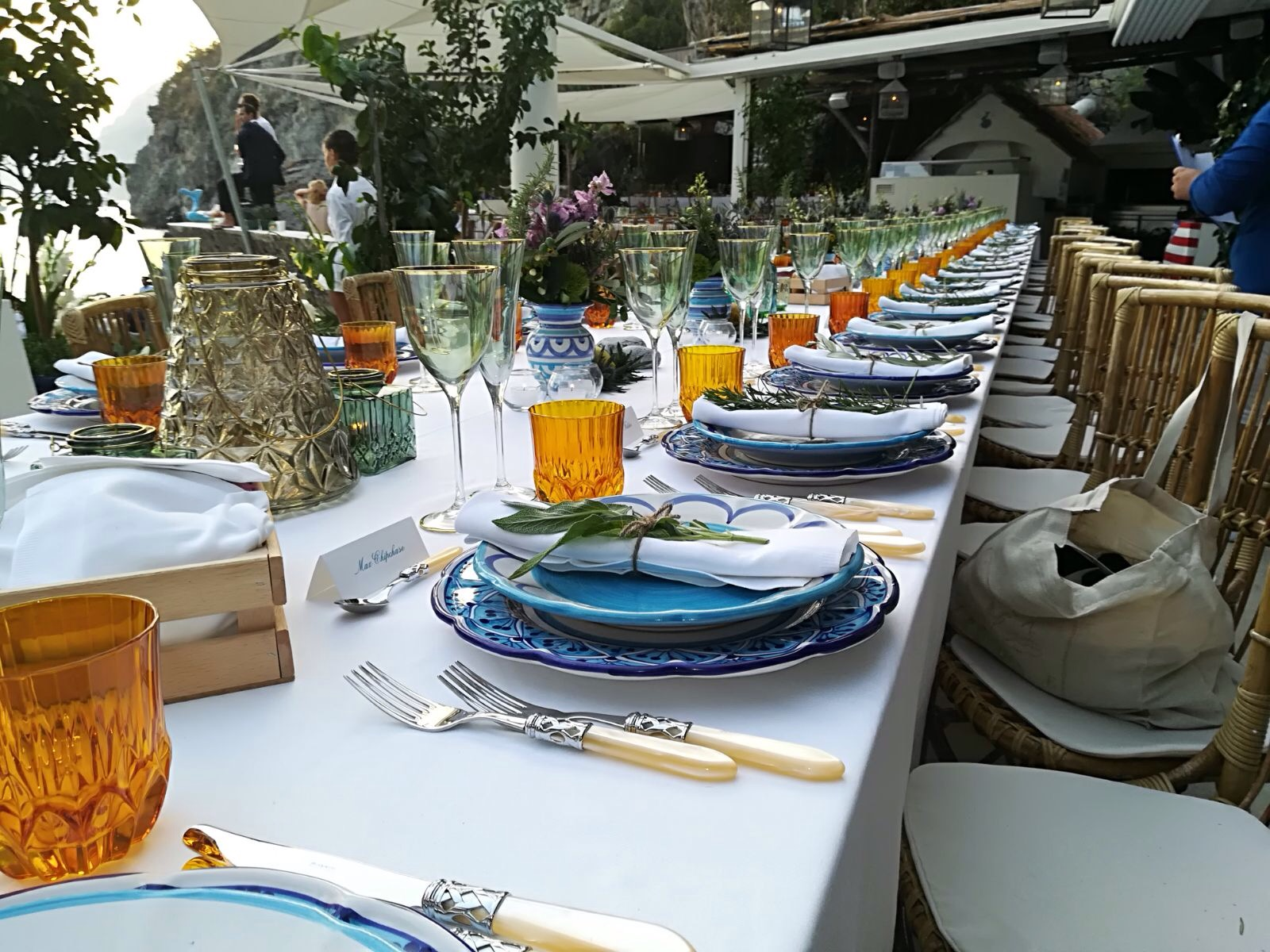 http://www.weddingamalfi.com/wp-content/uploads/Anna-and-Charles-wedding-table-colorful-decorations-complete.jpg
