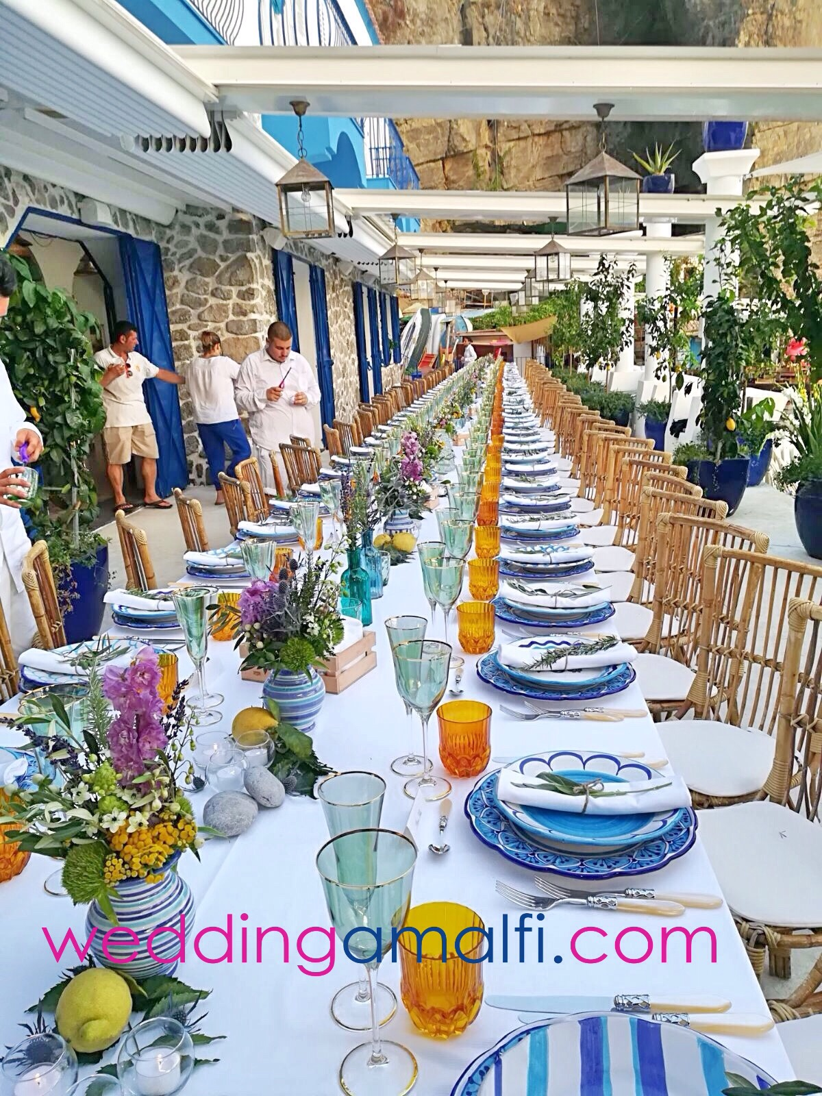 http://www.weddingamalfi.com/wp-content/uploads/Anna-and-Charles-wedding-table-colorful-decorations.jpeg