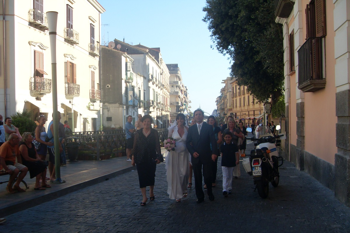 http://www.weddingamalfi.com/wp-content/uploads/Bride-and-groom-having-a-stroll-in-Maiori-Amalfi-Coast.jpg