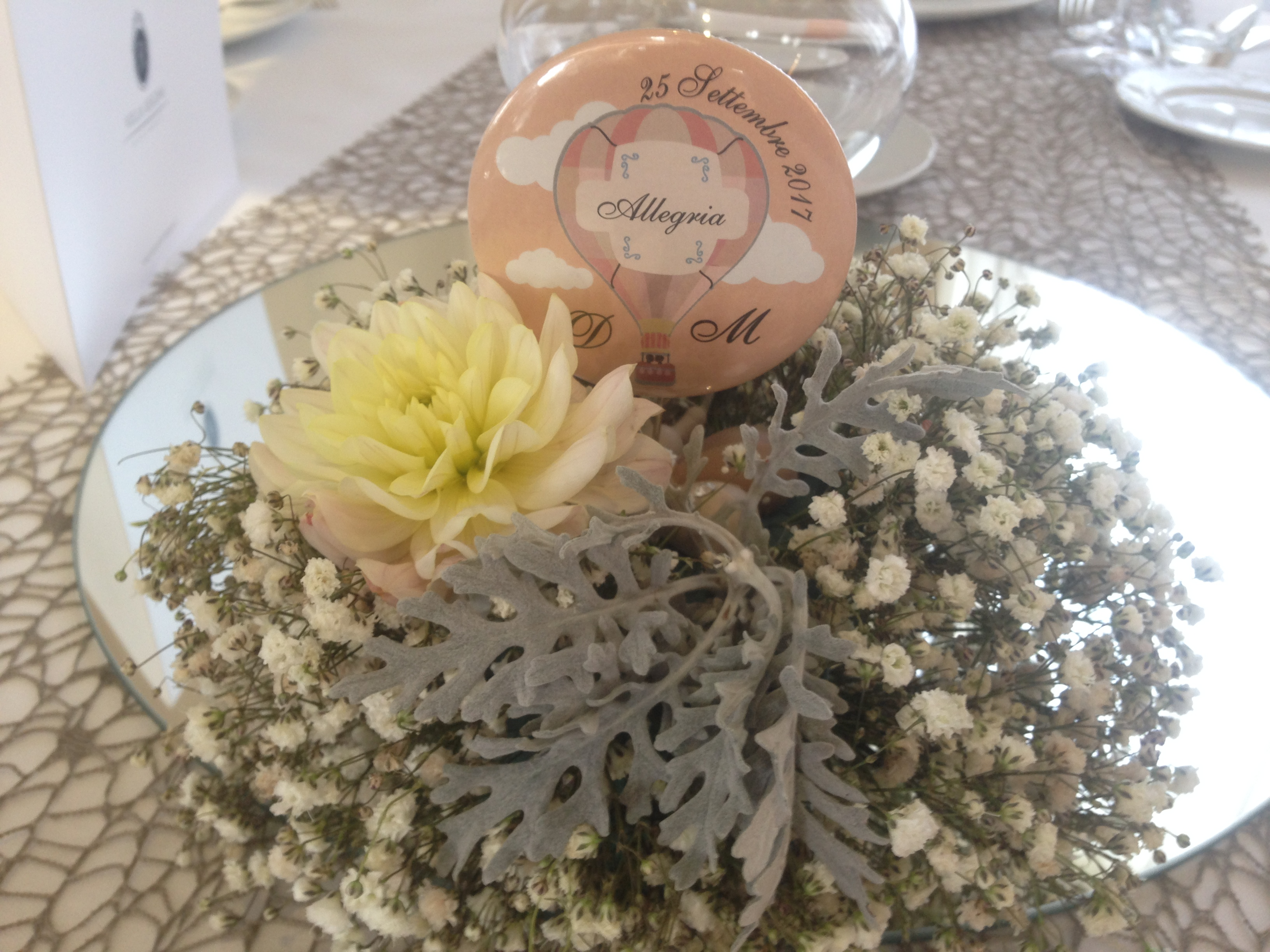 http://www.weddingamalfi.com/wp-content/uploads/Domenico-and-Maria-Wedding-Amalfi-flowers-centerpiece.jpg