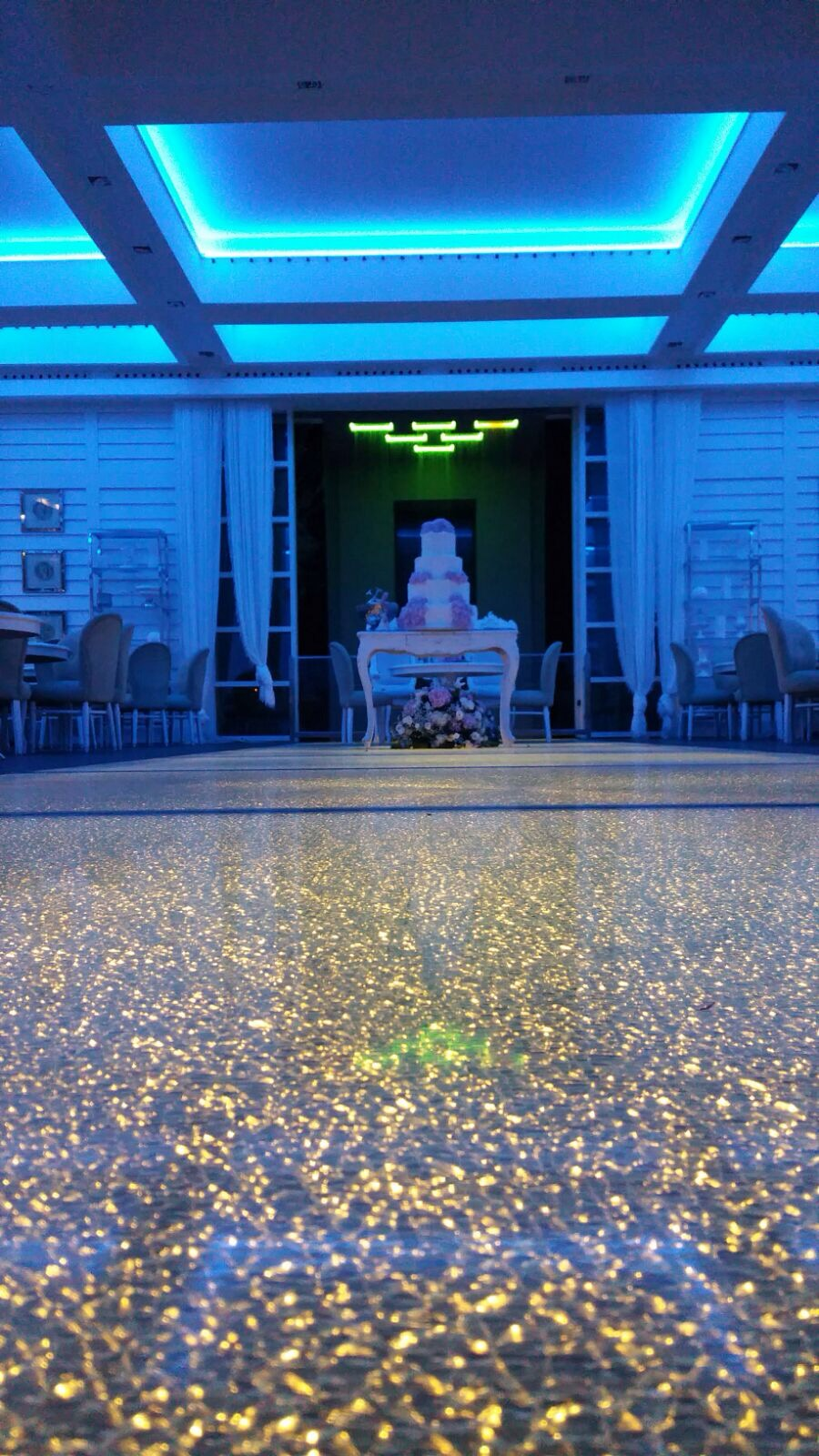 http://www.weddingamalfi.com/wp-content/uploads/Domenico-and-Maria-wedding-cake-and-sweets-tables.jpg