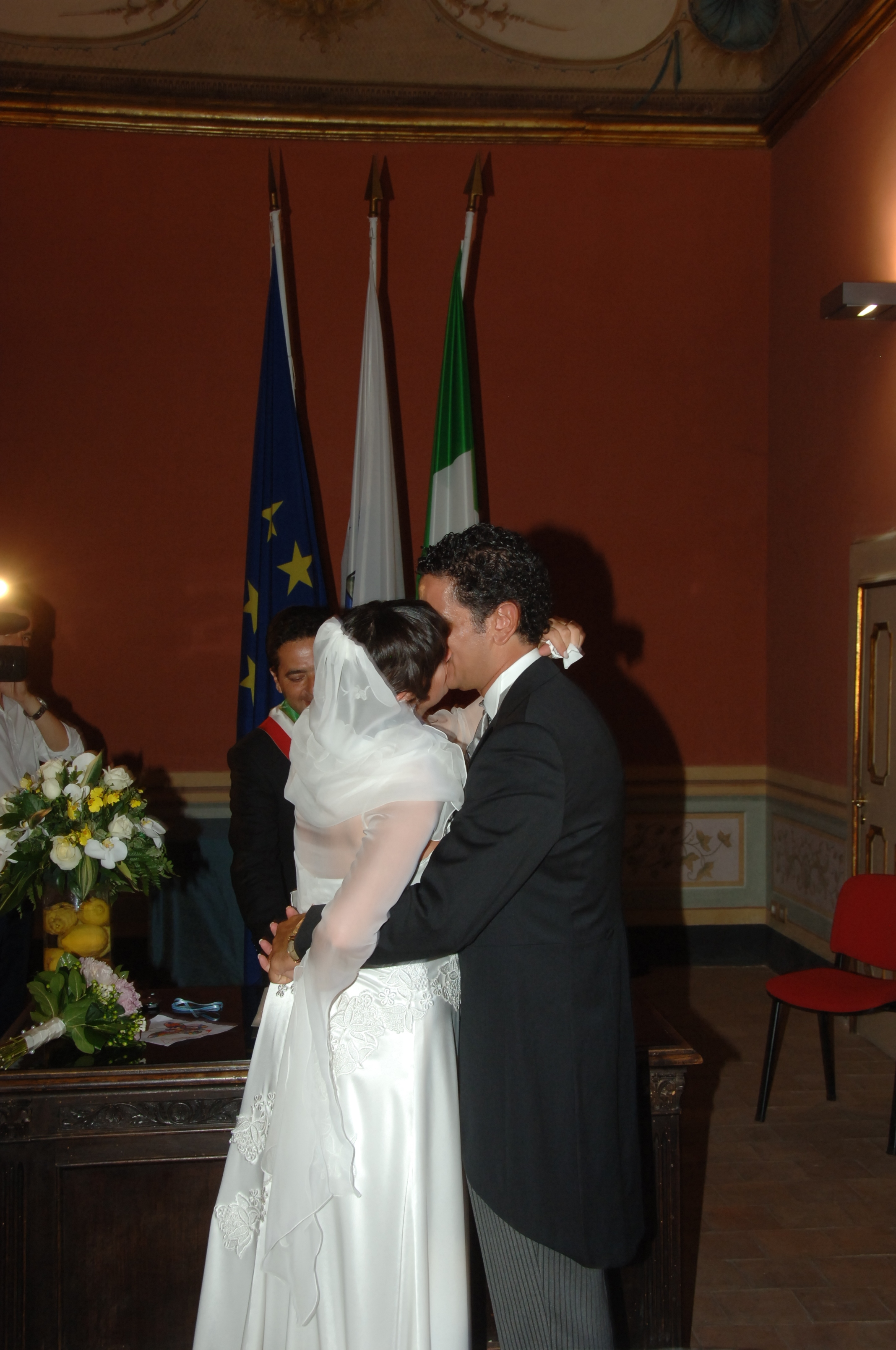 http://www.weddingamalfi.com/wp-content/uploads/Enza-and-Mario-9.jpg