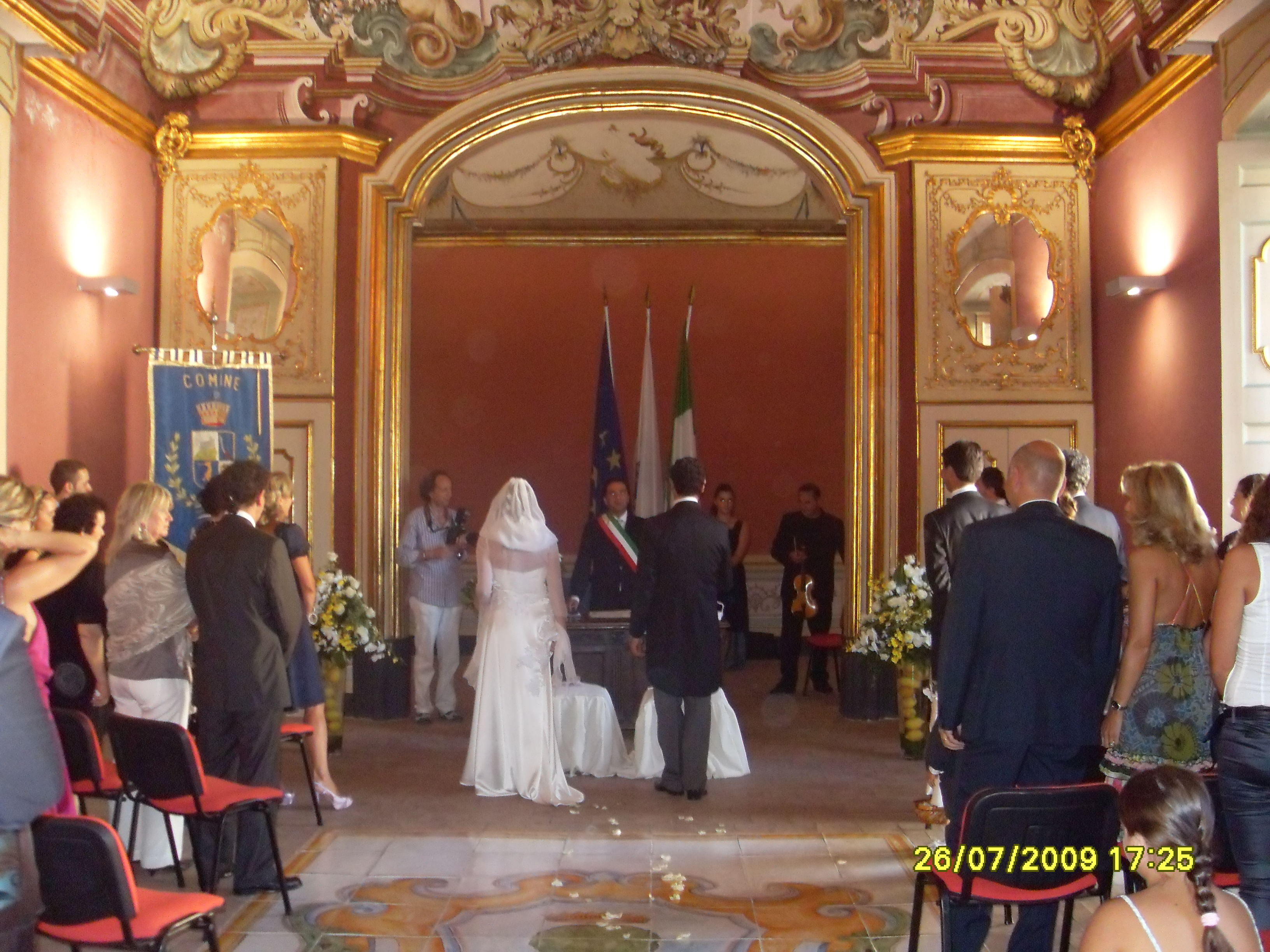 http://www.weddingamalfi.com/wp-content/uploads/Enza-and-Mario-civil-wedding-ceremony.jpg