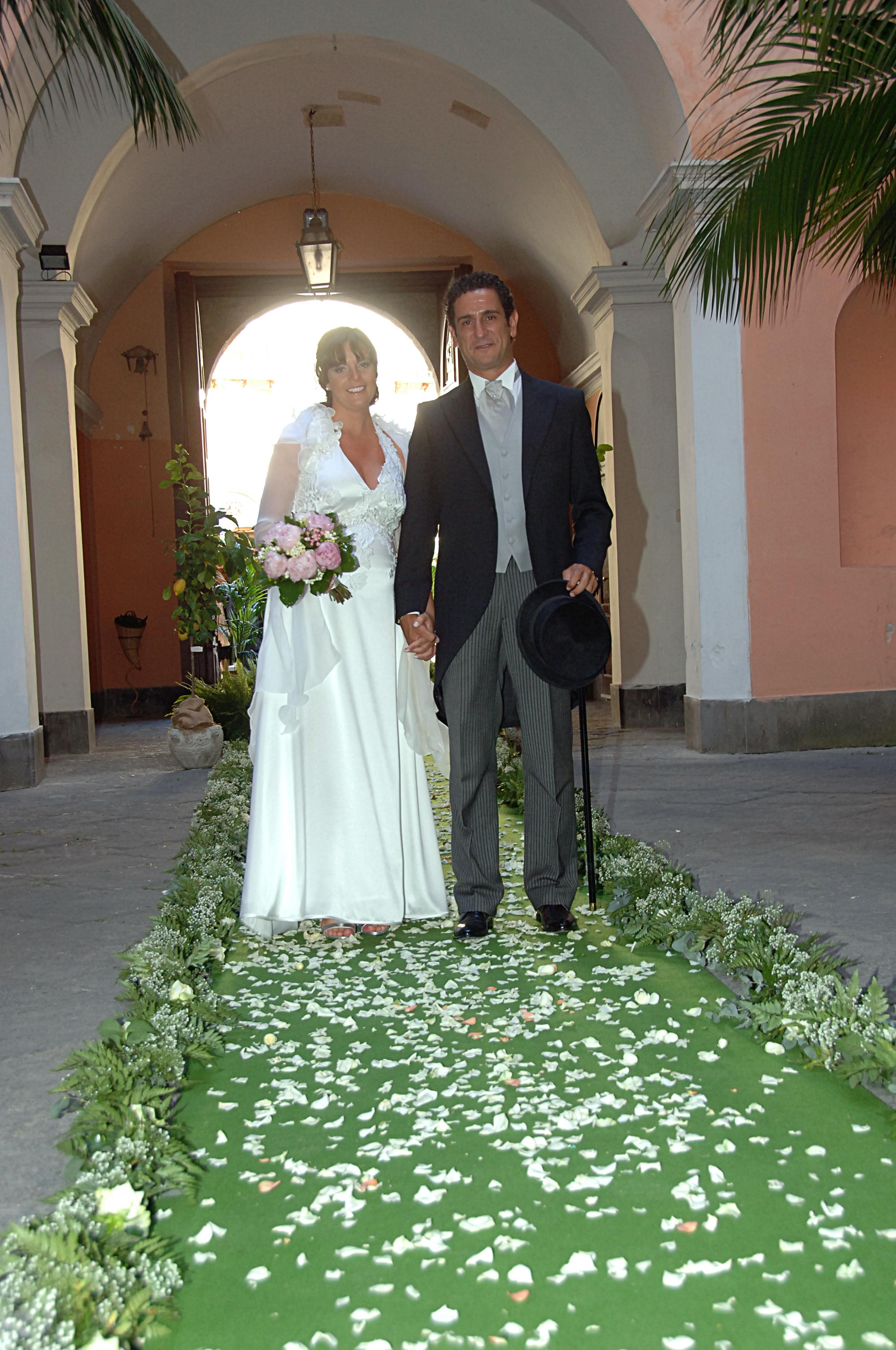 http://www.weddingamalfi.com/wp-content/uploads/Enza-and-Mario-green-aisle-runner.jpg