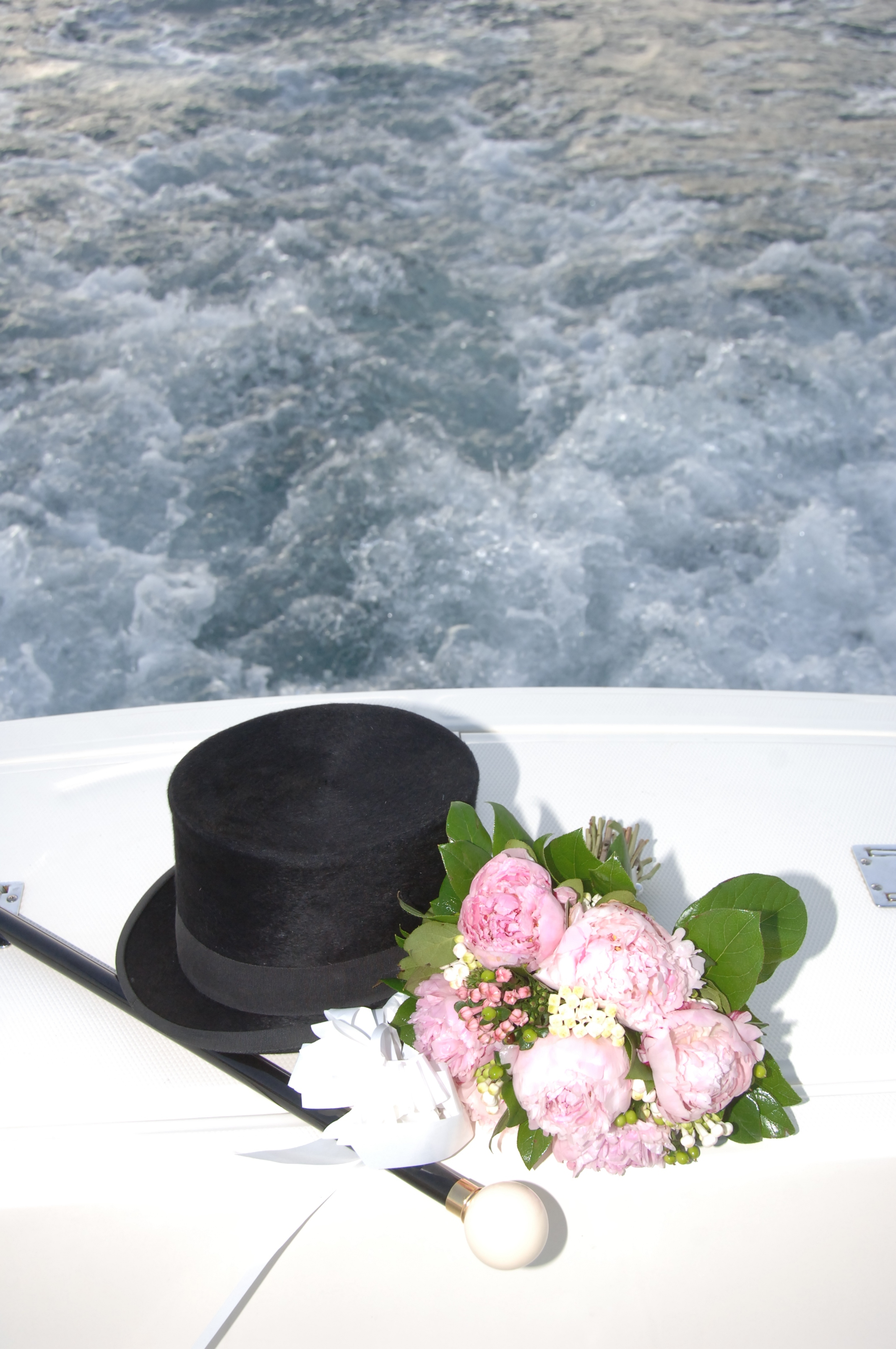 http://www.weddingamalfi.com/wp-content/uploads/Enza-and-Mario-grooms-hat-and-stick-with-brides-bouquet.jpg