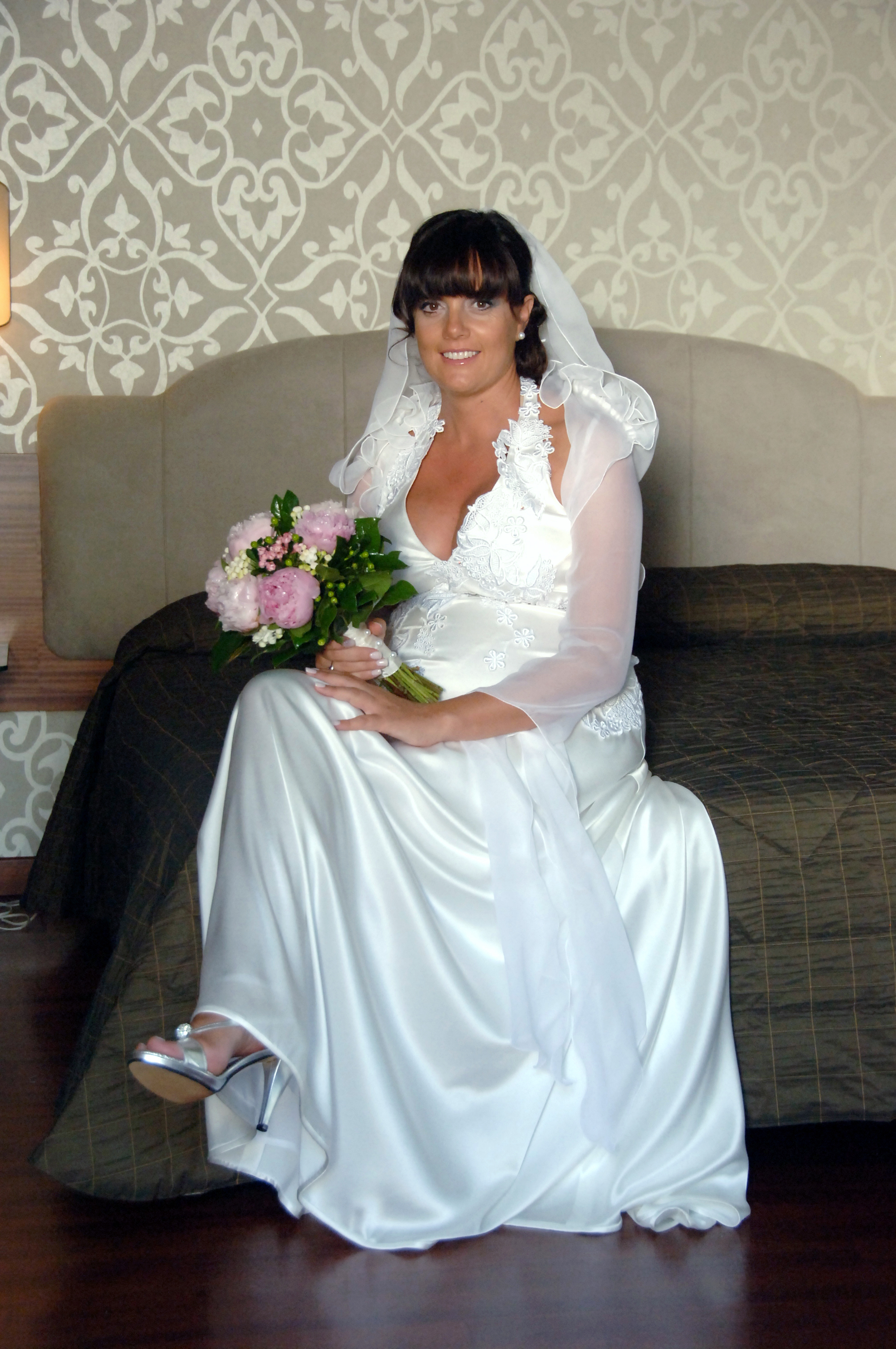 http://www.weddingamalfi.com/wp-content/uploads/Enza-and-Mario-the-bride-is-ready.jpg