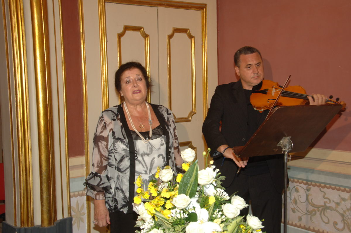 Enza and Mario - wedding music singer and violin