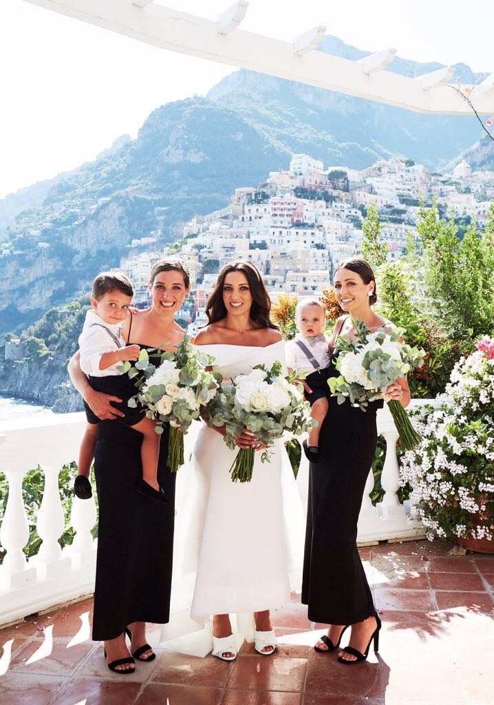 http://www.weddingamalfi.com/wp-content/uploads/Laura-and-Jarrod-bride-and-bridesmaids-are-ready.jpg
