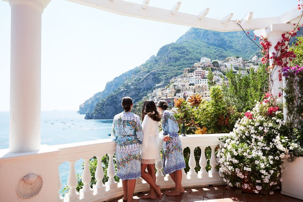http://www.weddingamalfi.com/wp-content/uploads/Laura-and-Jarrod-bride-and-bridesmaids.jpg