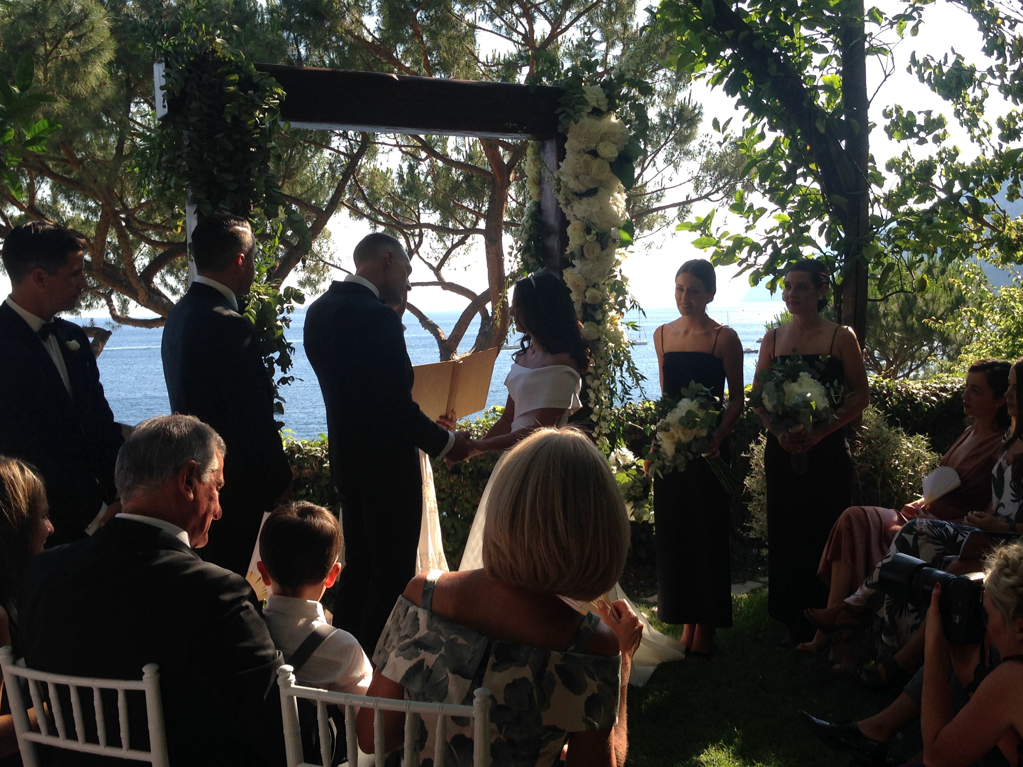 http://www.weddingamalfi.com/wp-content/uploads/Laura-and-Jarrod-seaside-wedding-ceremony.jpg