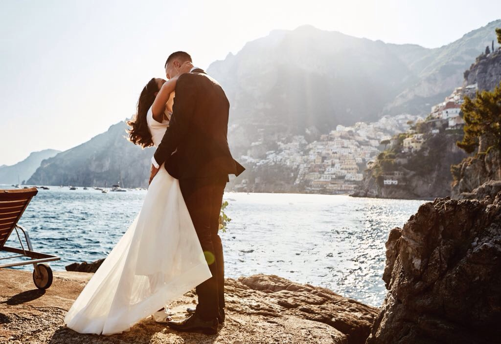 http://www.weddingamalfi.com/wp-content/uploads/Laura-and-Jarrod-the-best-shots-near-the-sea-of-the-Amalfi-Coast.jpg