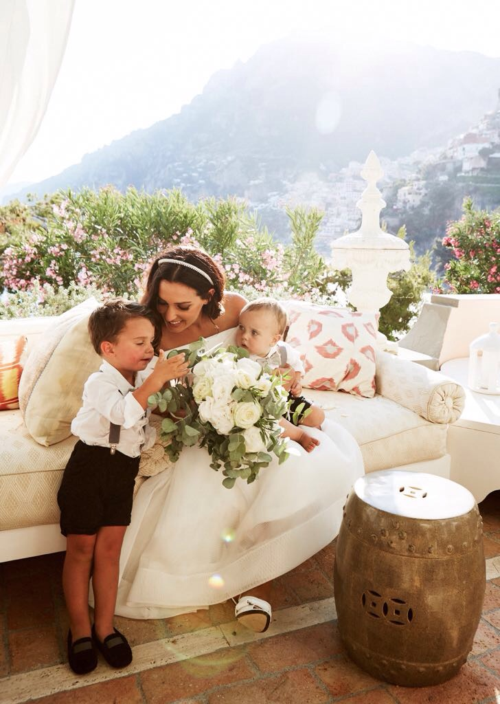 http://www.weddingamalfi.com/wp-content/uploads/Laura-and-Jarrod-the-bride-with-kids.jpg