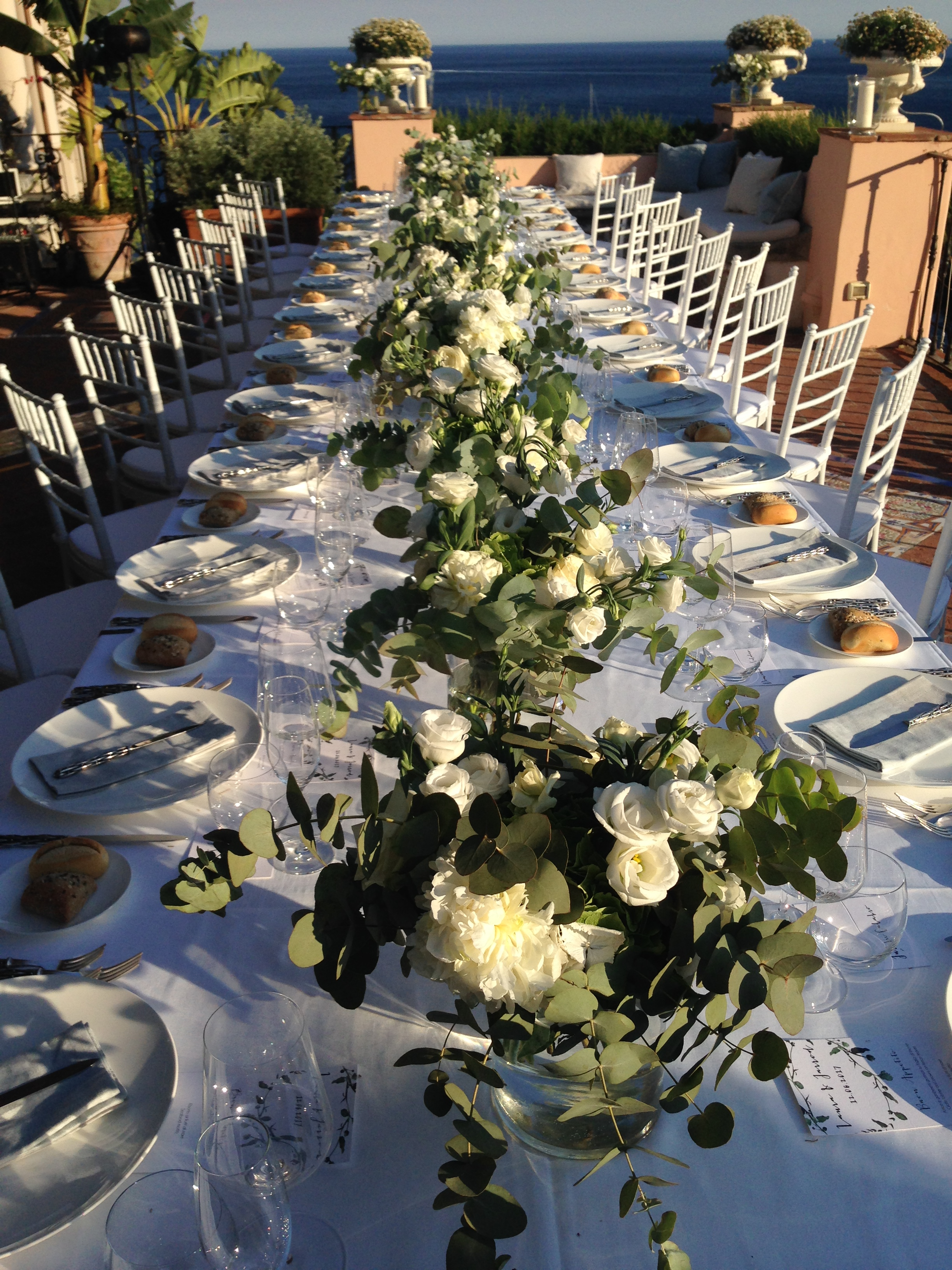 http://www.weddingamalfi.com/wp-content/uploads/Laura-and-Jarrod-wedding-table-decorations-with-fresh-flowers.jpg