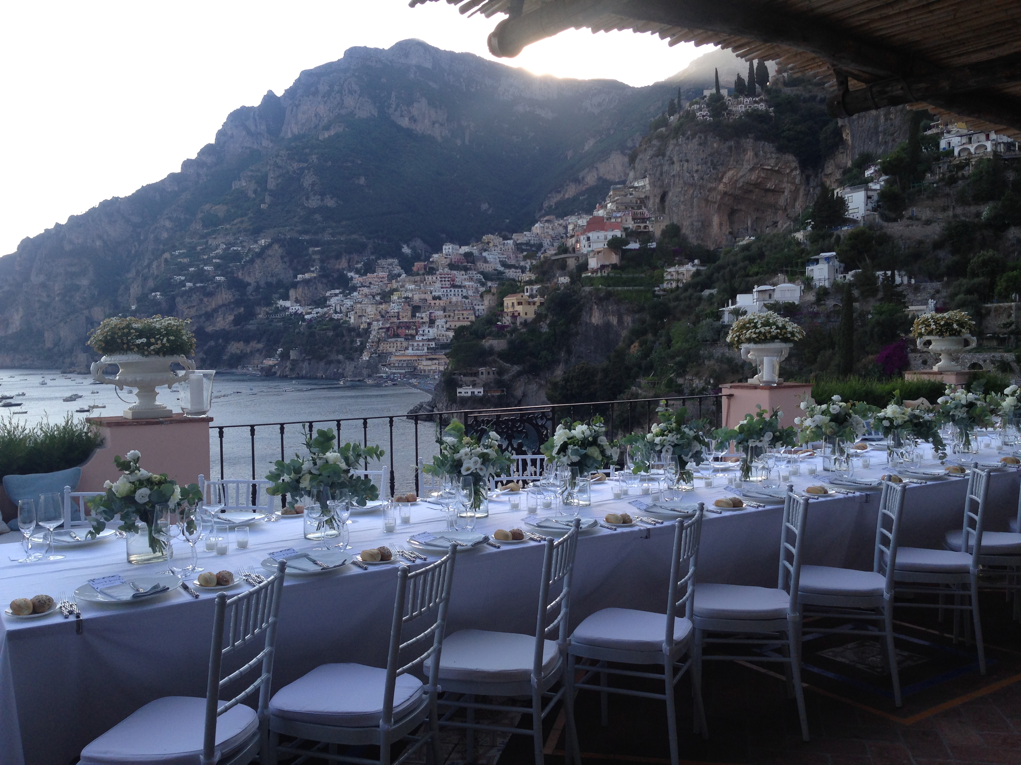 http://www.weddingamalfi.com/wp-content/uploads/Laura-and-Jarrod-wedding-table-decorations.jpg