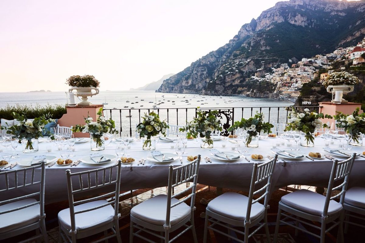 Laura and Jarrod wedding table on the sea of the Amalfi Coast