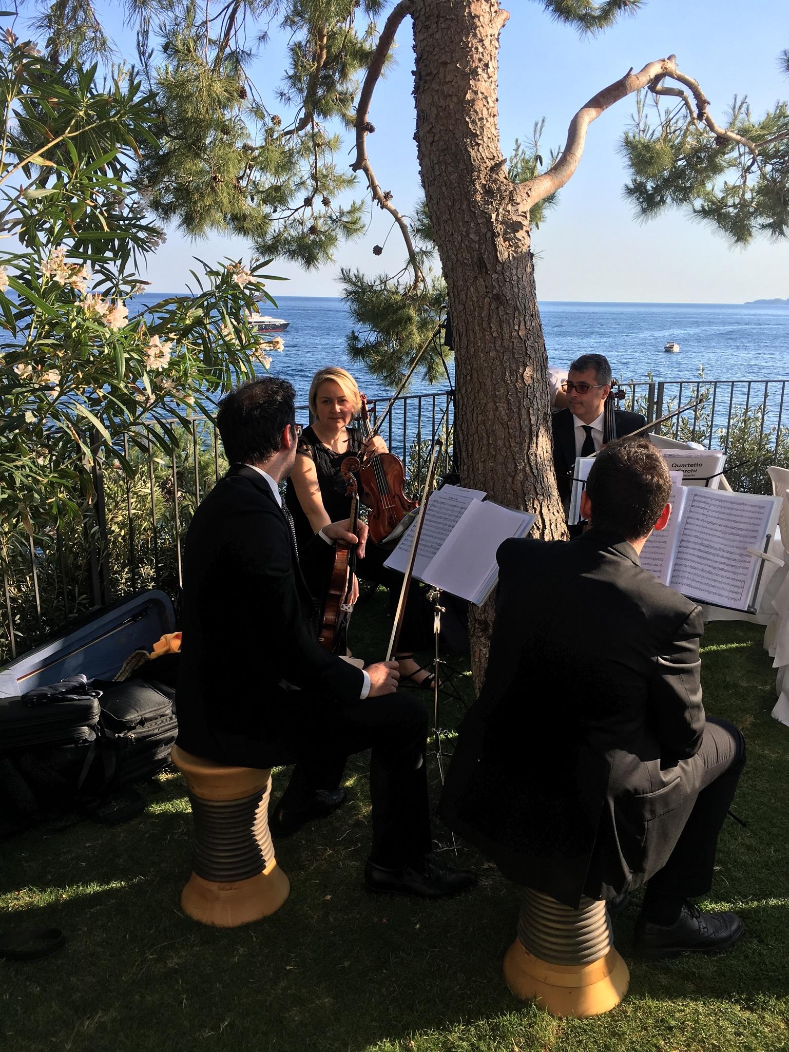http://www.weddingamalfi.com/wp-content/uploads/Nathalie-and-Benjamin-wedding-in-Positano-14.jpg