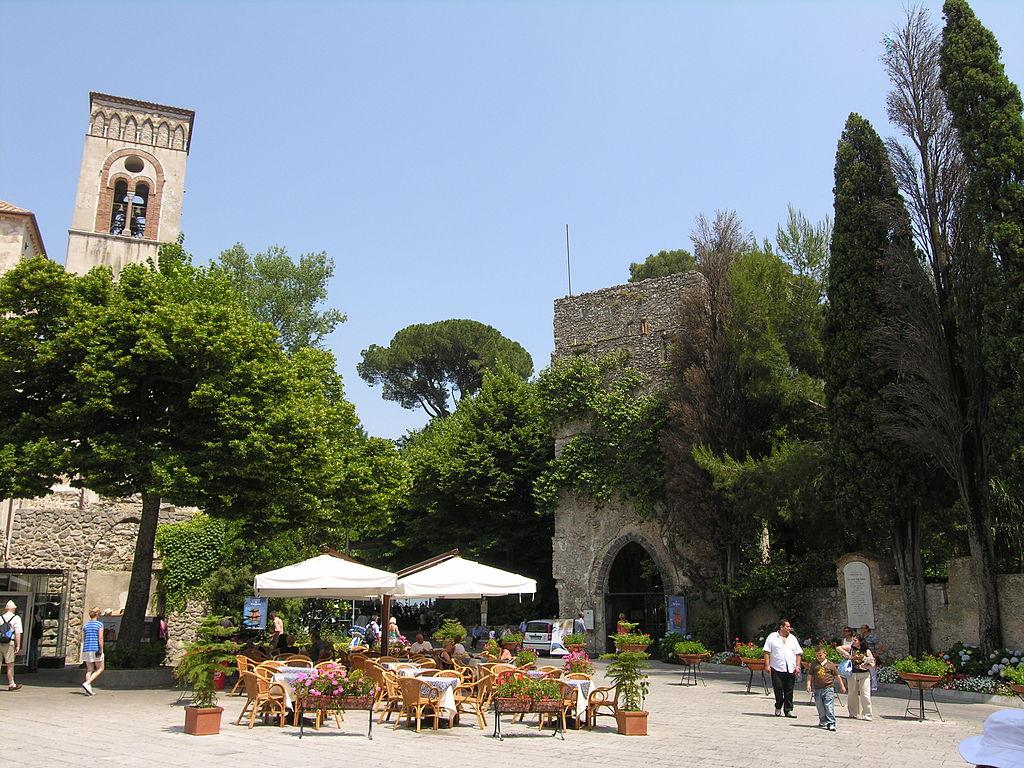 http://www.weddingamalfi.com/wp-content/uploads/Villa_Rufolo_Ravello_Amalfi_Coast_Italy.jpg
