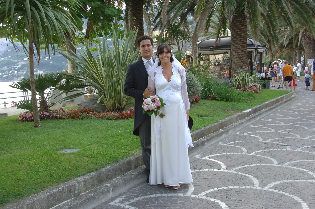 http://www.weddingamalfi.com/wp-content/uploads/amazing-wedding-photo-in-Maiori-seafront-Amalfi-Coast.jpg
