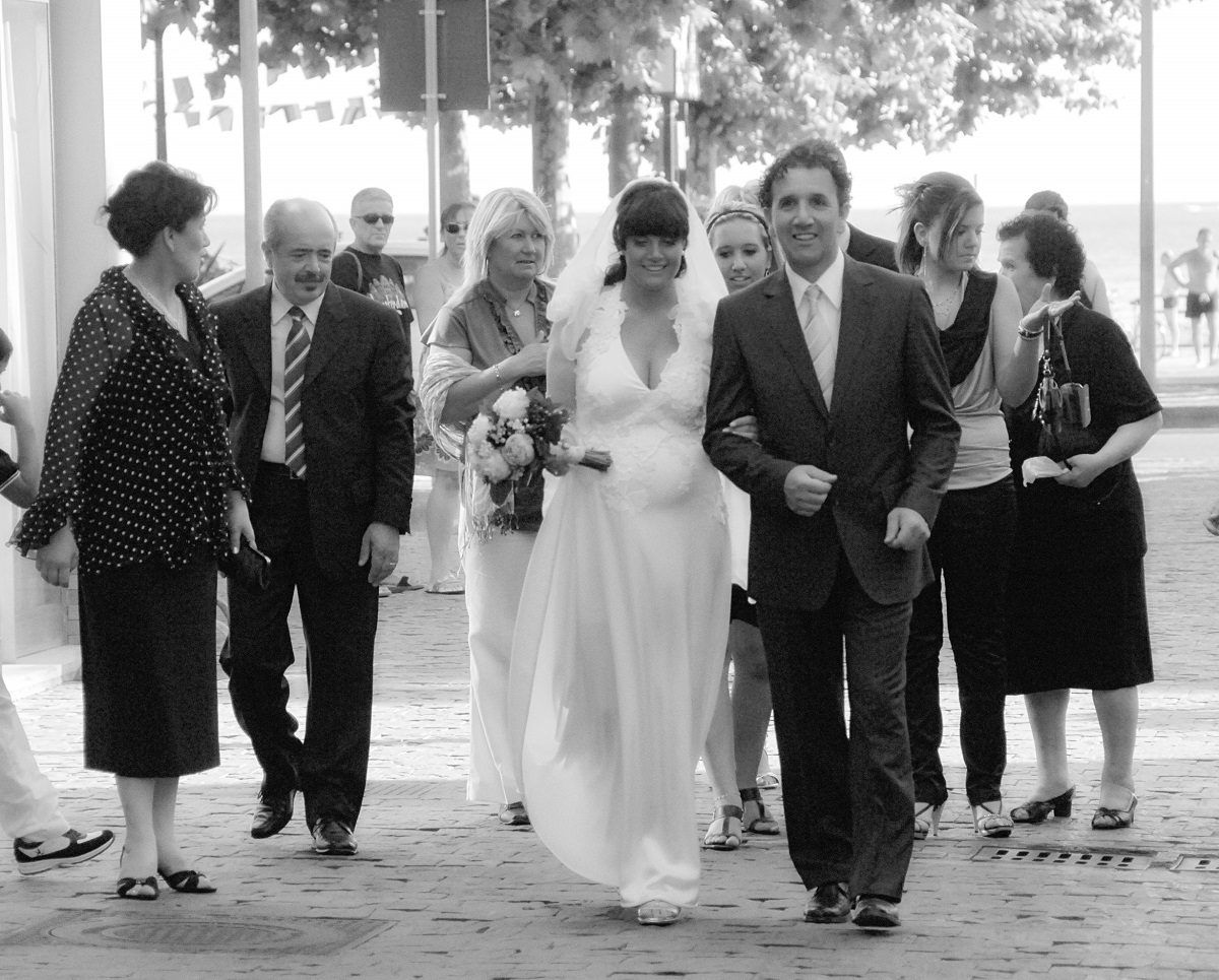 black and white wedding photo bride groom and family on the Amalfi Coast