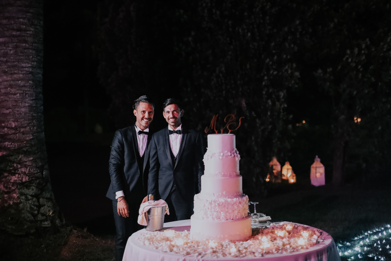 https://www.weddingamalfi.com/wp-content/uploads/Alessandro-and-Diego-wedding-cake-and-candles.jpg