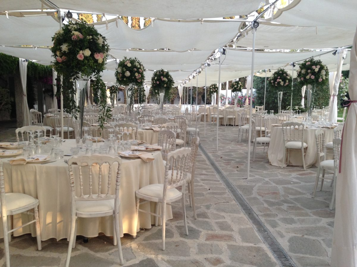 Alessandro and Diego - wedding tables flowers decoration
