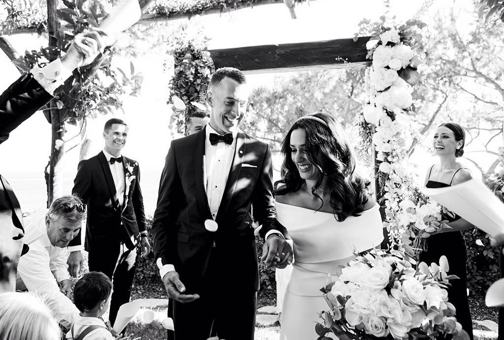 https://www.weddingamalfi.com/wp-content/uploads/Laura-and-Jarrod-amazing-black-and-white-wedding-picture.jpg