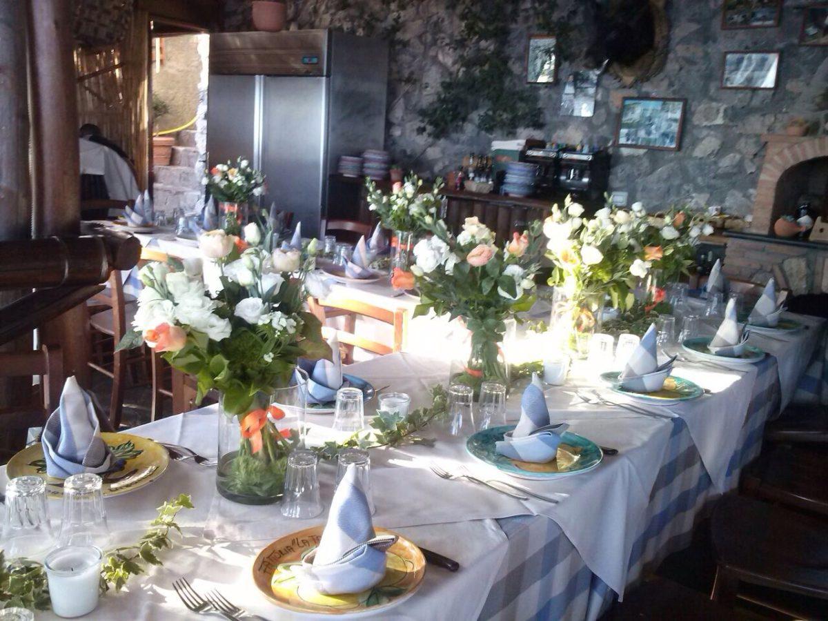 Laura and Jarrod fresh flowers wedding table