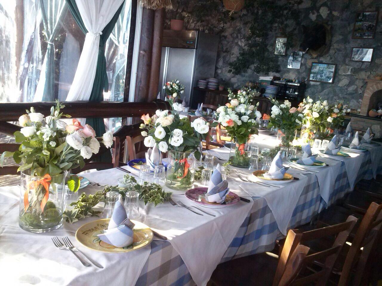 https://www.weddingamalfi.com/wp-content/uploads/Laura-and-Jarrod-guest-wedding-table-decoration.jpg
