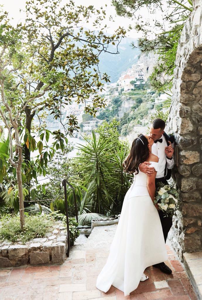 https://www.weddingamalfi.com/wp-content/uploads/Laura-and-Jarrod-romantic-kiss-on-the-Amalfi-Coast.jpg