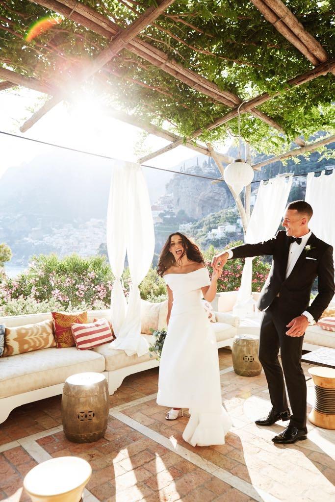 https://www.weddingamalfi.com/wp-content/uploads/Laura-and-Jarrod-smiling-newly-weds.jpg