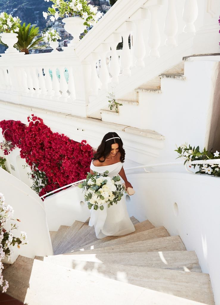 https://www.weddingamalfi.com/wp-content/uploads/Laura-and-Jarrod-the-bride-on-the-stairs.jpg