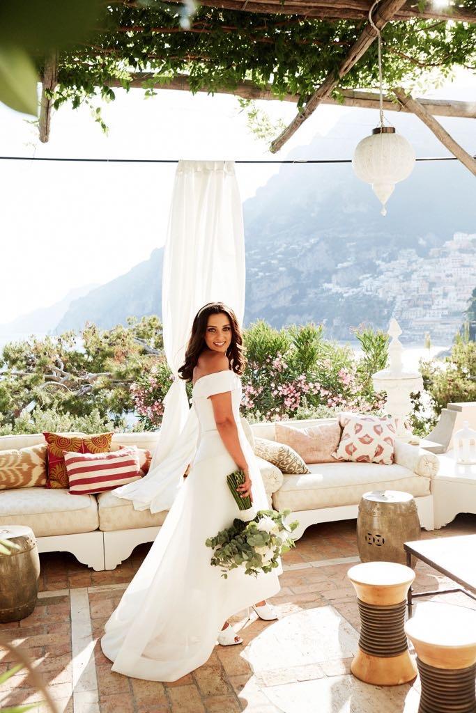 https://www.weddingamalfi.com/wp-content/uploads/Laura-and-Jarrod-the-bride-with-wedding-dress-and-bouquet.jpg