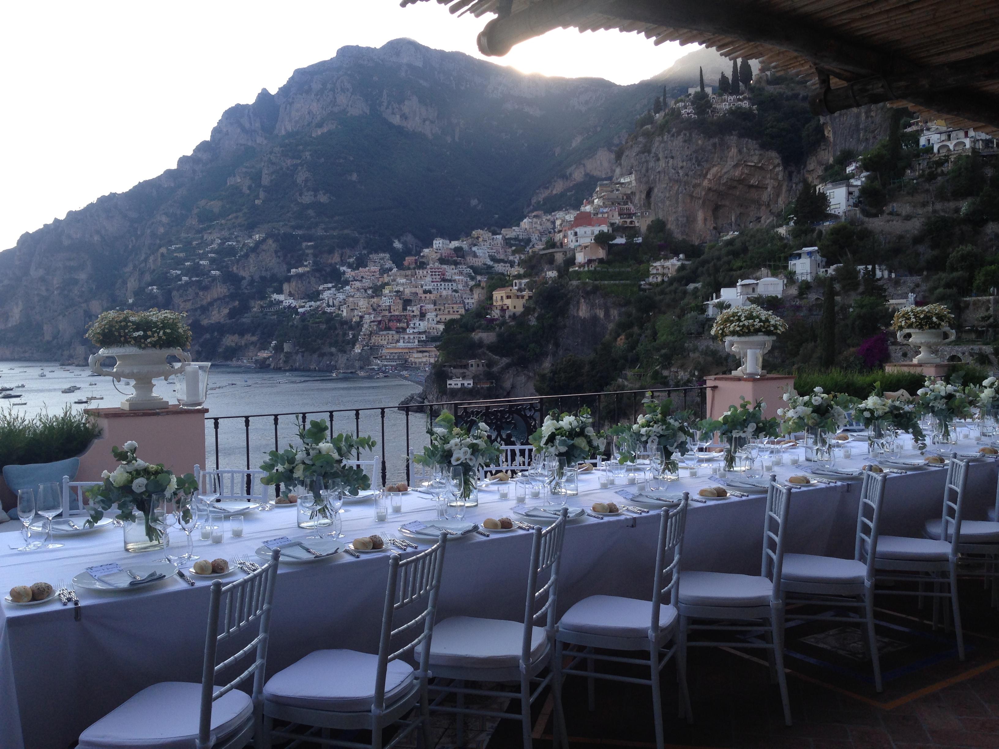https://www.weddingamalfi.com/wp-content/uploads/Laura-and-Jarrod-wedding-table-decorations.jpg